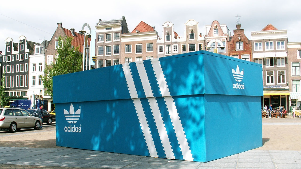 Adidas-shoebox-PR-stunt-guerilla-marketing