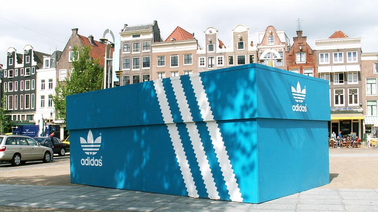 Adidas-shoebox-PR-stunt-guerilla-marketing