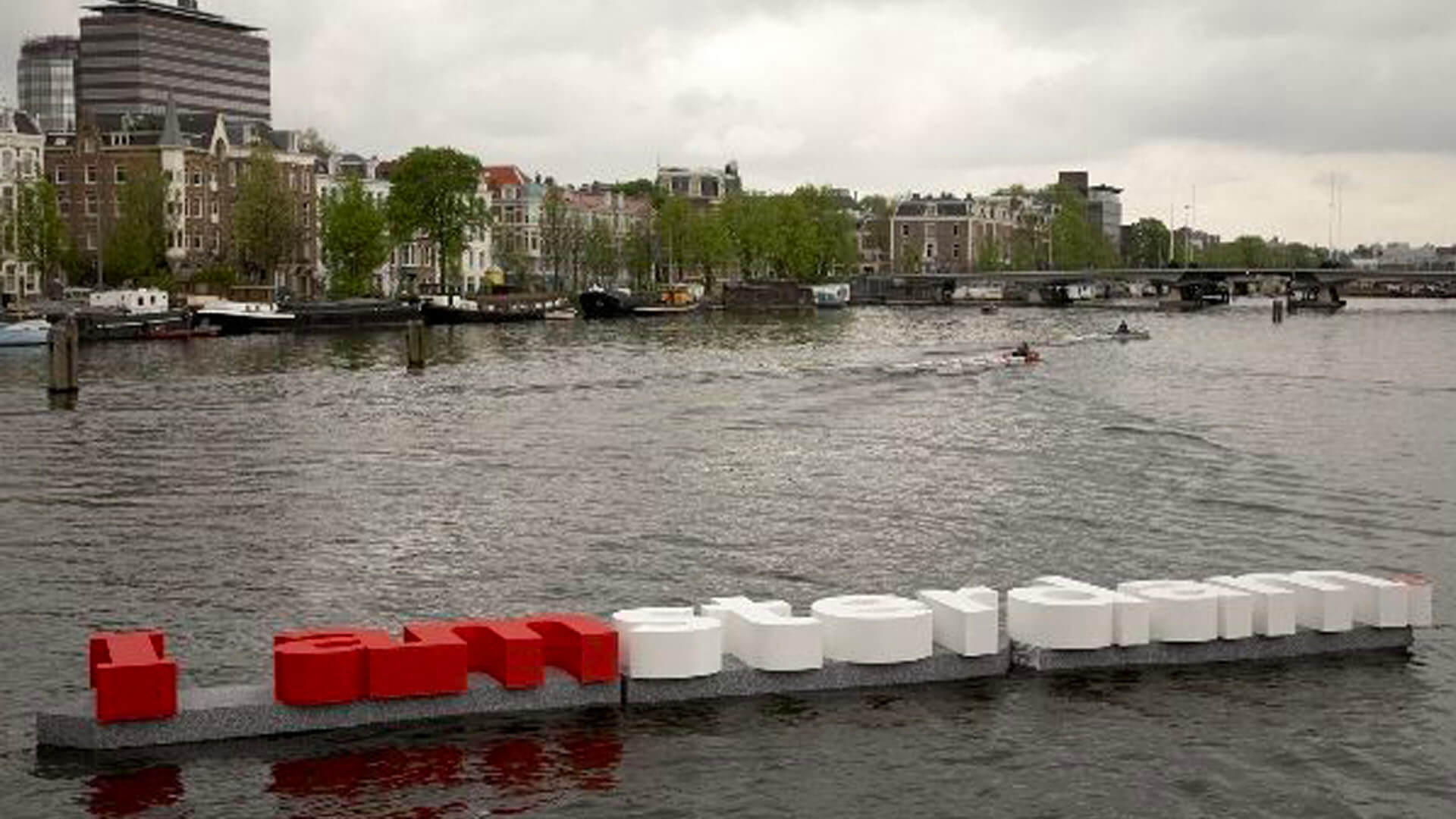 I AMsterdam – Drijvende Letters