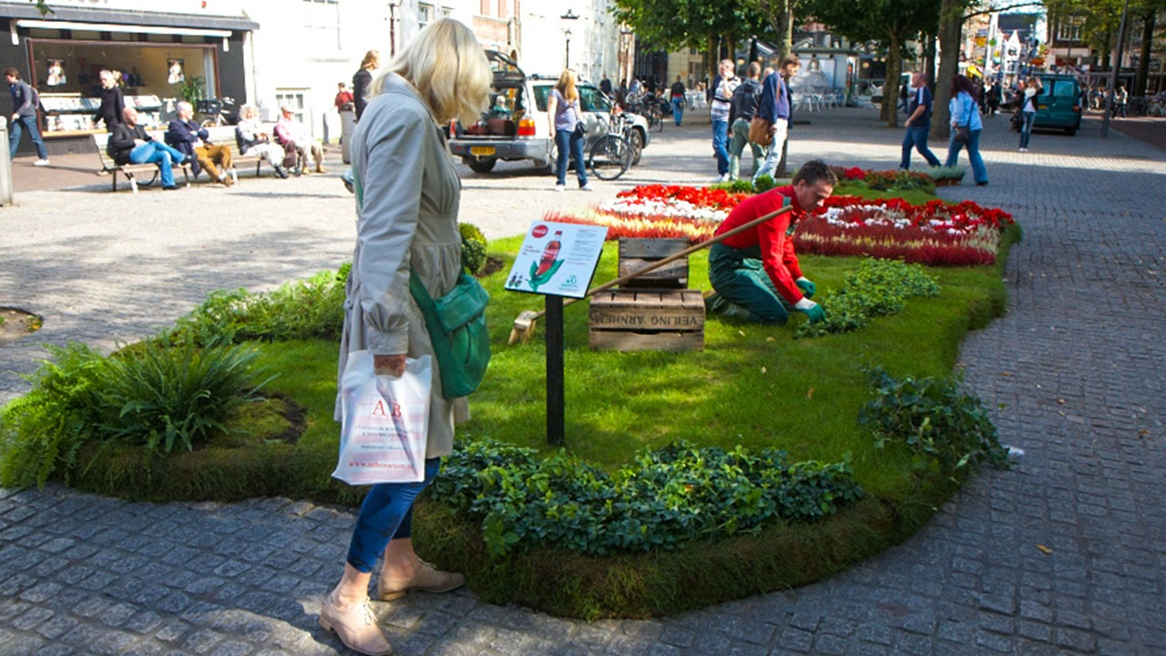 Coca-Cola-greenart-colafles-guerilla-marketing-voorbeelden