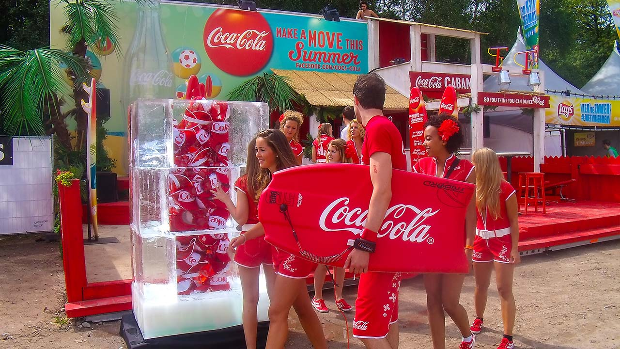 Coca-cola-ijsblok-extrema-brand-activation-sampling