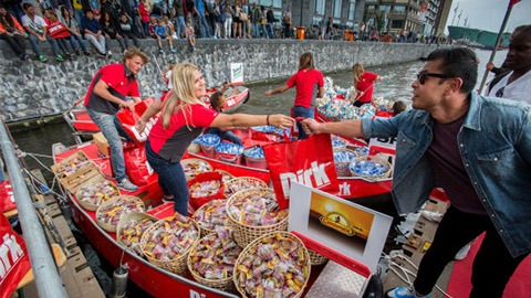dirk-floating-markt-sail-2015-guerilla-marketing-merkactivatie-pr-stunt