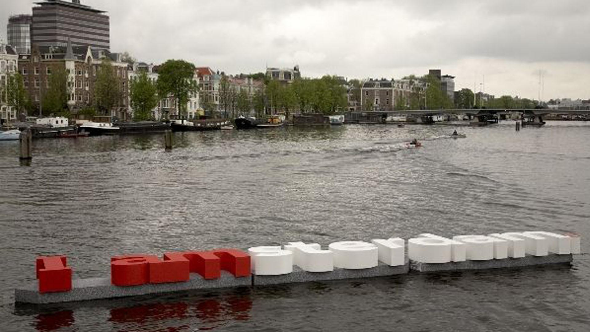 I-AMsterdam-Drijvende-Letters-guerilla-pr-marketing