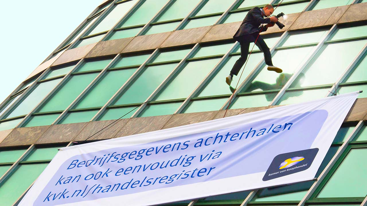 Kamer-van-Koophandel-Abseiler-pr-stunt-marketing